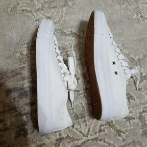 White Canvas Tennis Shoes Excellent Condition